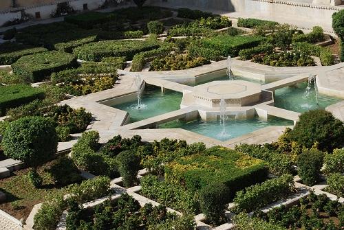 fontana con disegni geometrici