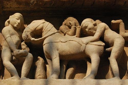 Scultura erotica con animali Khajuraho