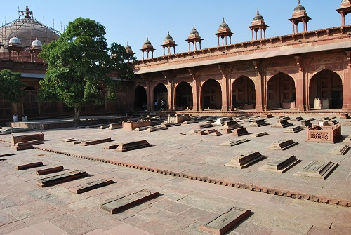 Tombe nella moschea di Fatehpur Sikri