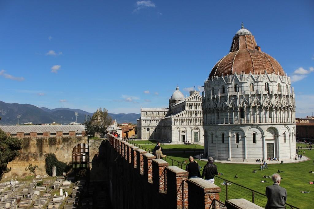 Il cimitero ebraico, il Battistero e le Mura di Pisa