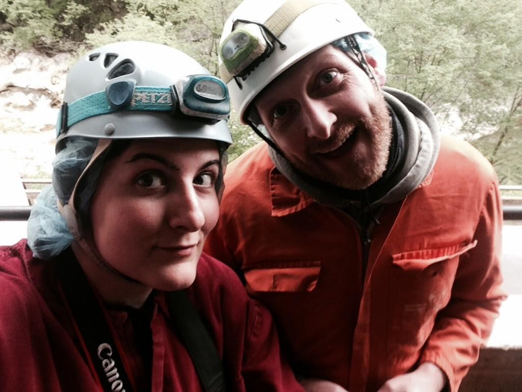 Io e Cristiano di ViaggioVero.it all'ingresso delle Grotte di Frasassi