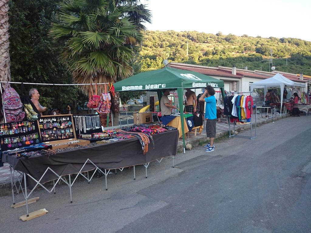 bancarelle e prodotti tipici sardi sardinia reggae festival