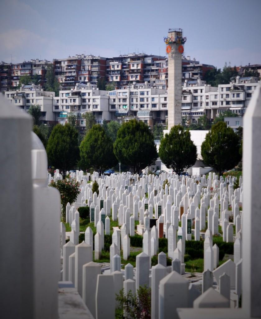 Il cimitero dentro lo stadio che nel 1984 aveva ospitato le Olimpiadi invernali