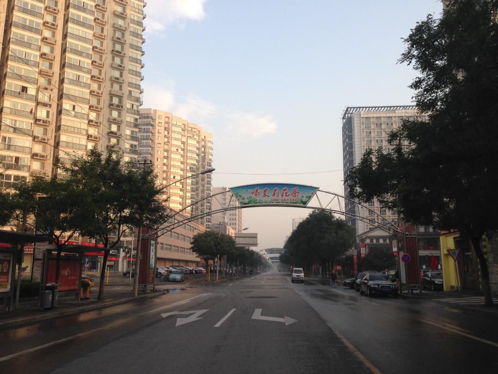 La strade deserte a Pechino alle 6 di mattina, giorno festivo