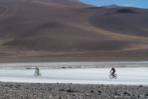 Nico Valsesia e Mattia alla conquista del vulcano Veladero, Ande, Argentina.