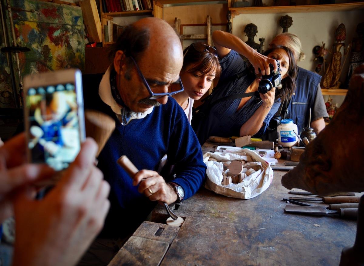 artigiano-che-lavora-il-legno-franco-casoni