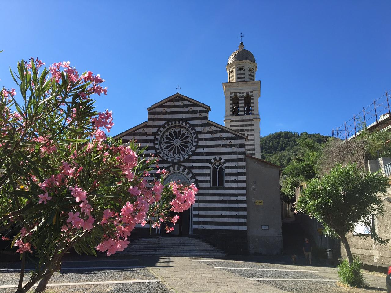 Cosa fare alle Cinque Terre trekking chiesa di sant'andrea levanto